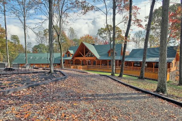 Majestic Oaks Lodge Woodland Ridge Lodges And Cabins Hocking